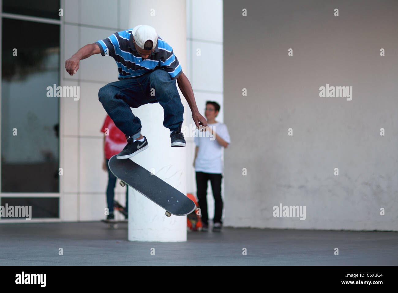 Acrobazie Skateboard Tricks salta Immagini Stock