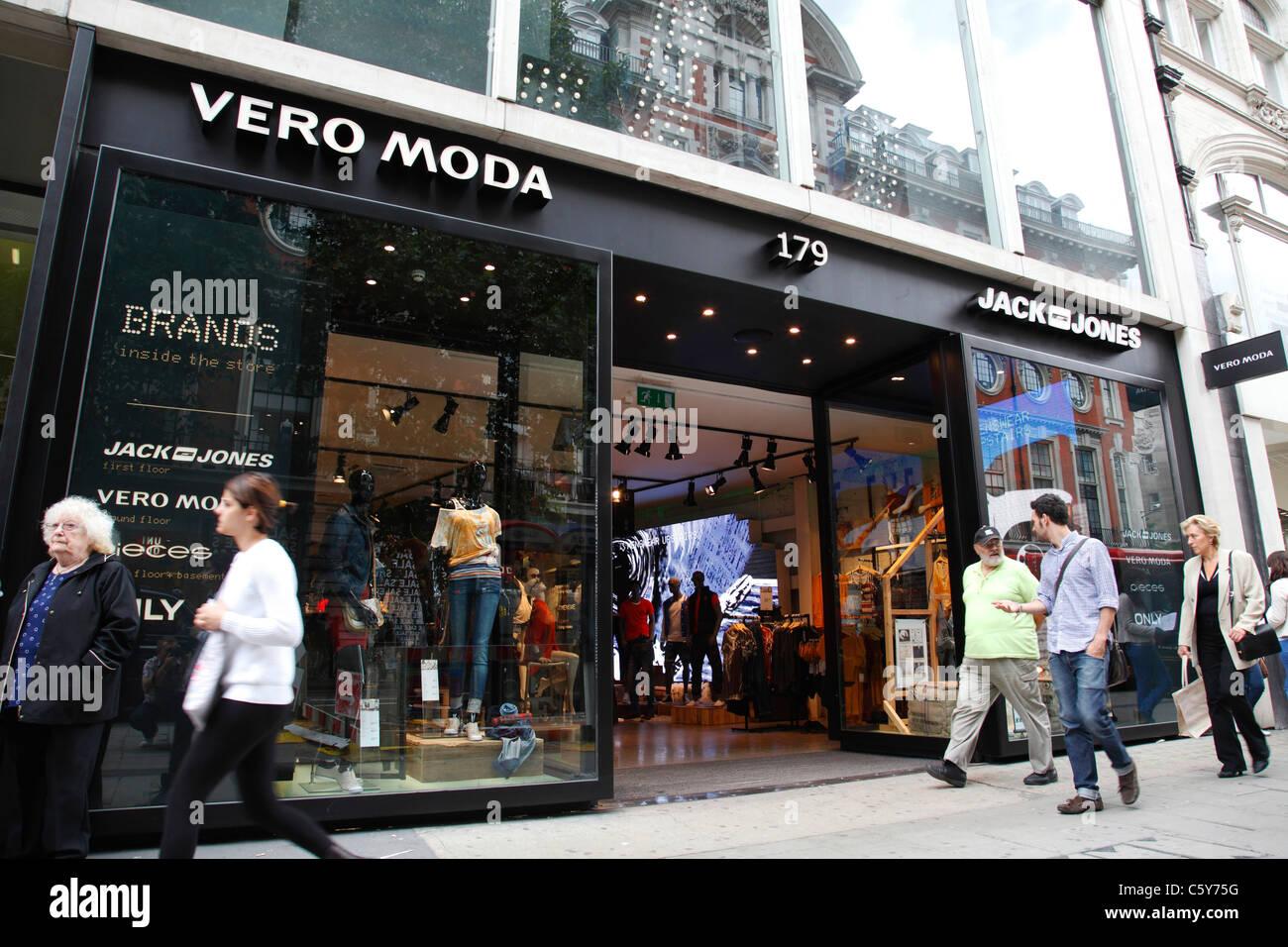 Un vero Moda e Jack Jones store su Oxford Street, London, England, Regno Unito Immagini Stock