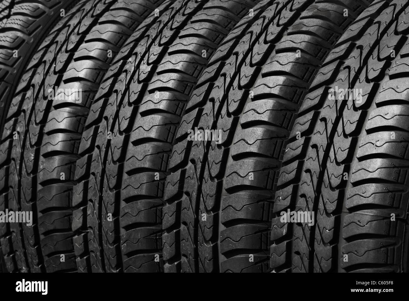 Vista ravvicinata di pneumatici per auto Immagini Stock