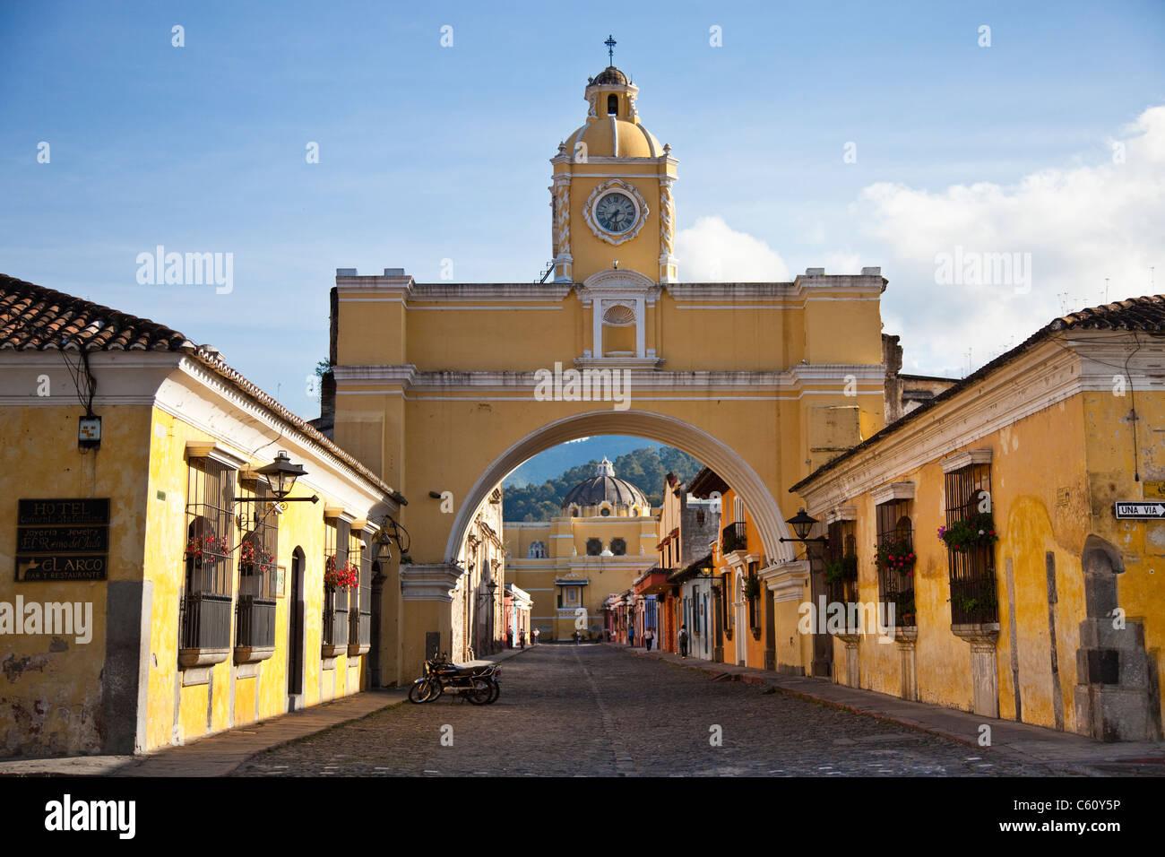 Nuestra Senora de la Merced, Santa Catalina Arch, Calle del Arco, Antigua, Guatemala Immagini Stock
