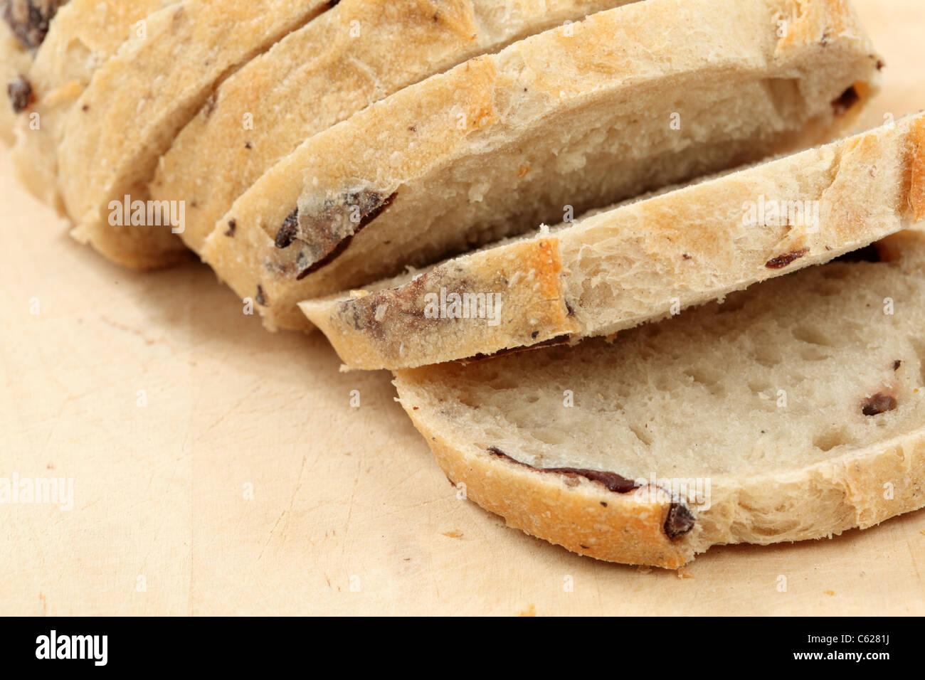 Primo piano della Italiano tradizionale di pane con olive Immagini Stock