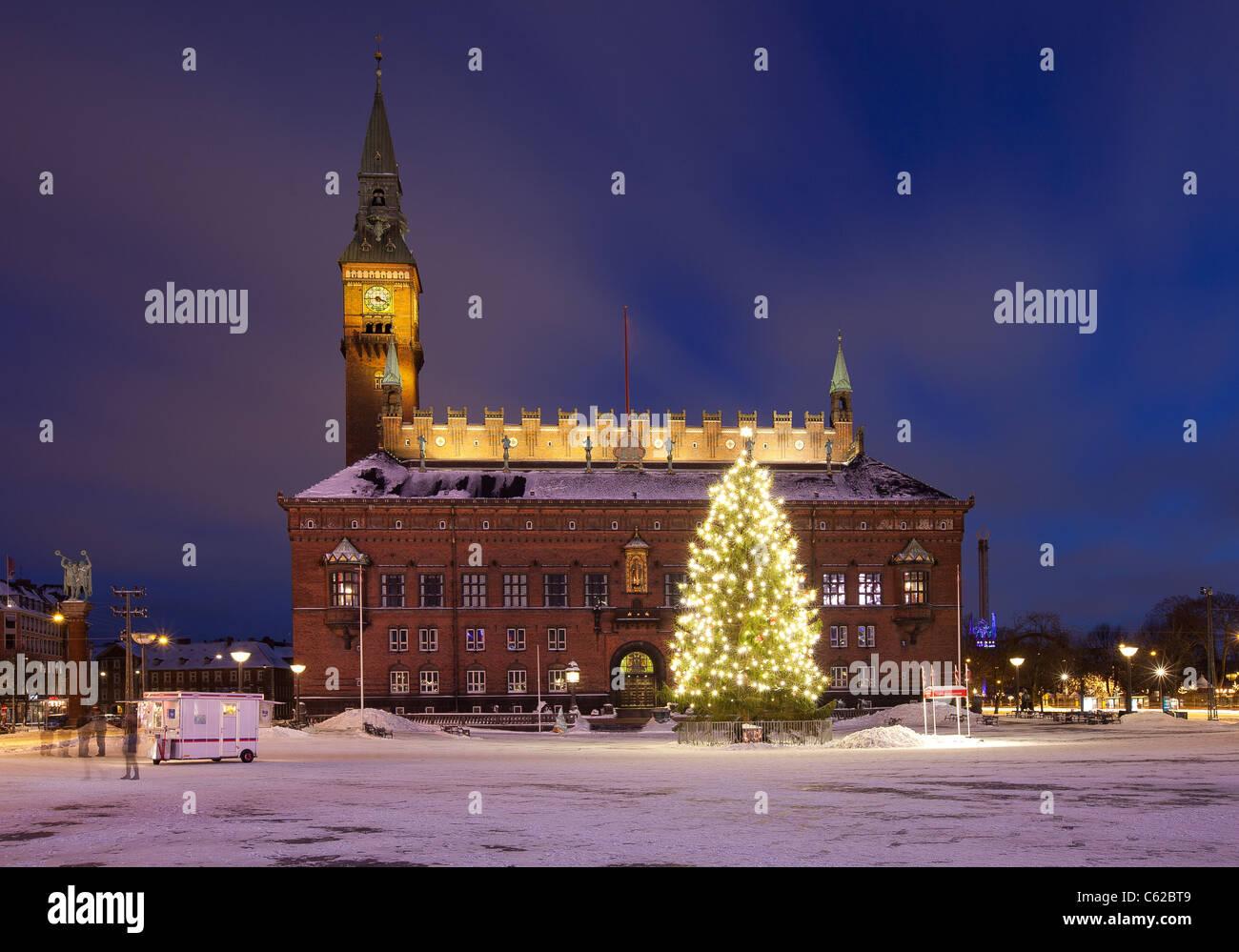 Copenhagen City Hall durante la notte prima di Natale Immagini Stock