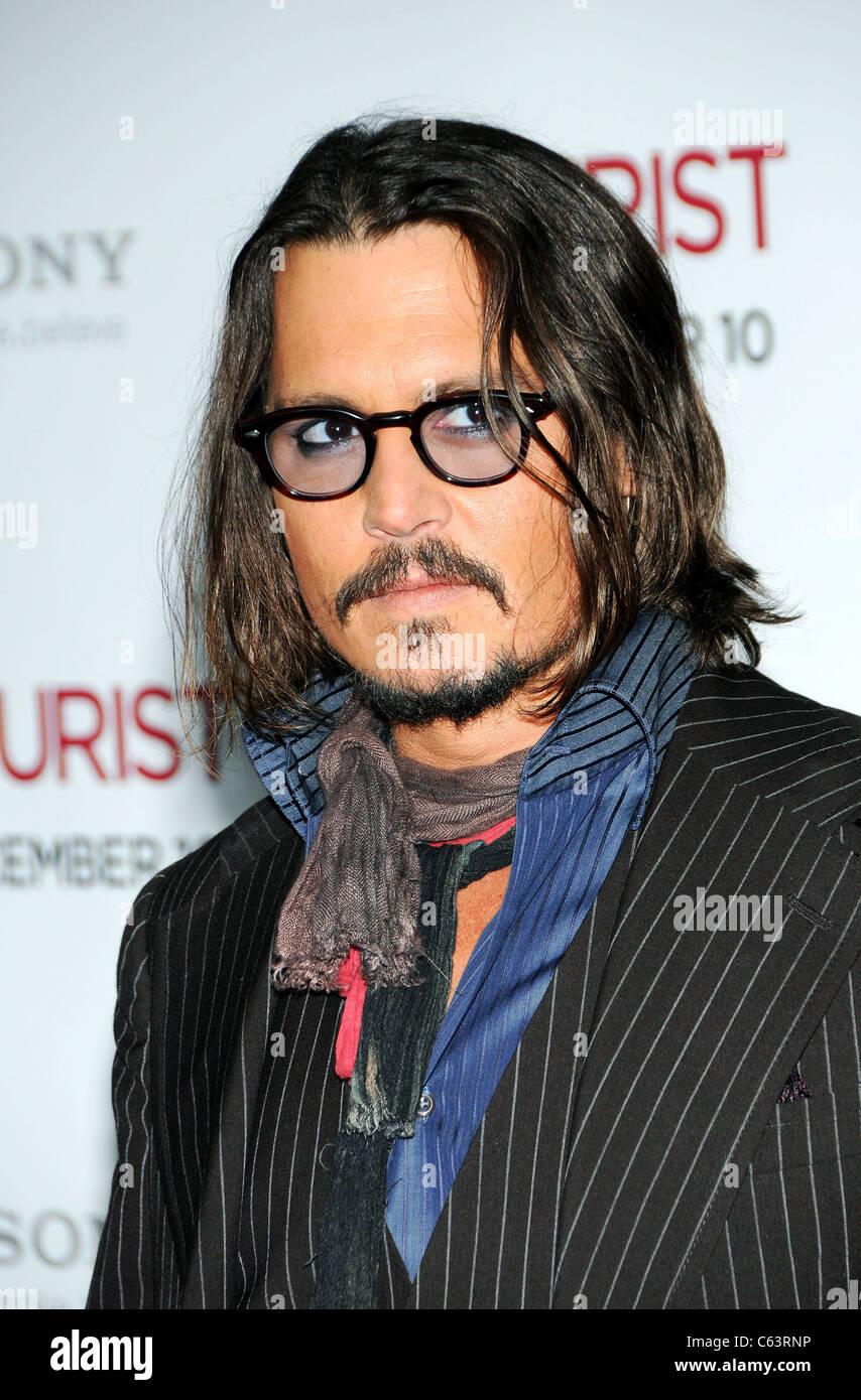 Johnny Depp presso gli arrivi per il turista Premiere, il Teatro Ziegfeld, New York, NY Dicembre 6, 2010. Foto di: Immagini Stock