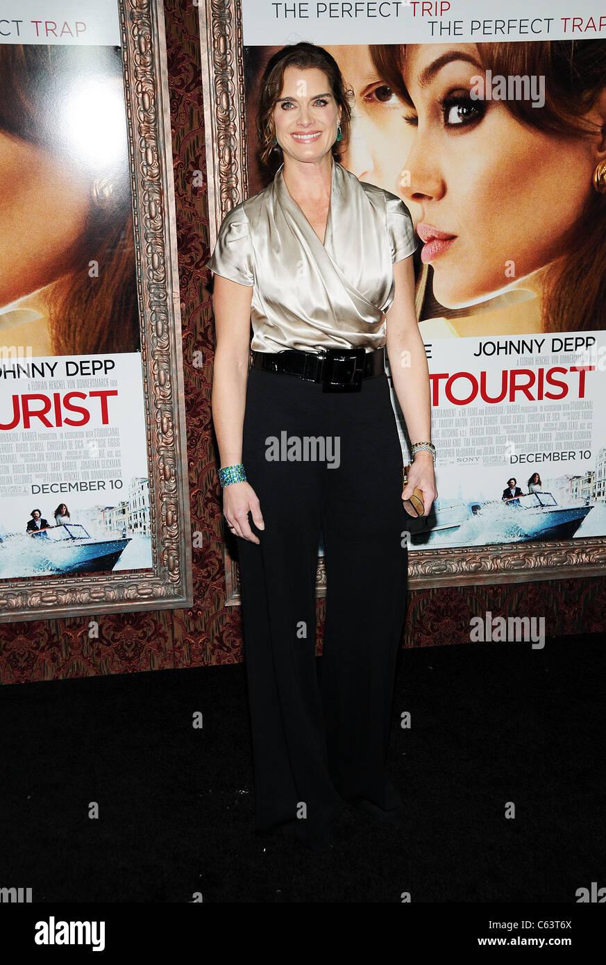 Brooke Shields presso gli arrivi per il turista Premiere, il Teatro Ziegfeld, New York, NY Dicembre 6, 2010. Foto Immagini Stock