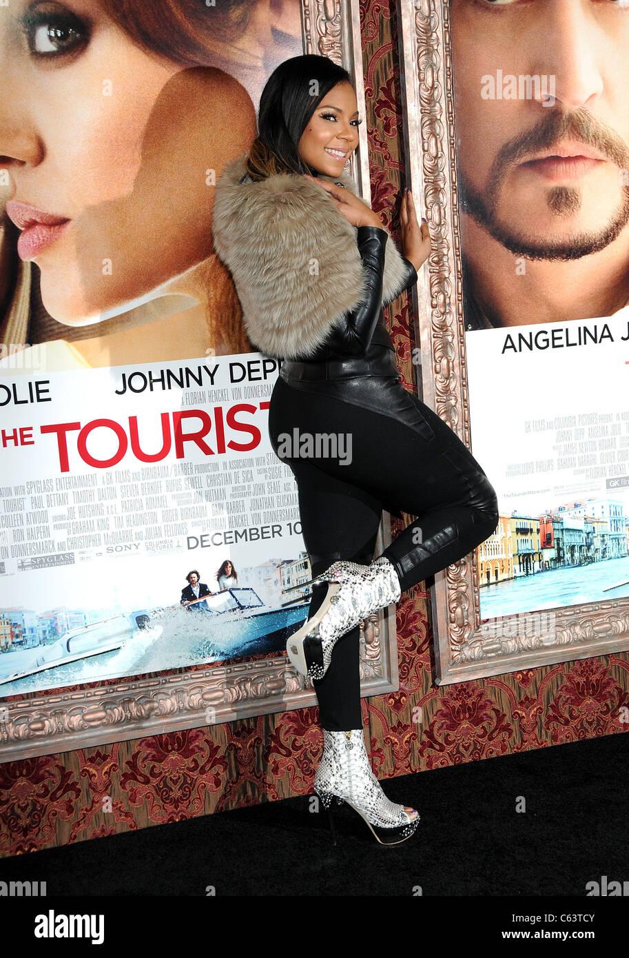 Ashanti presso gli arrivi per il turista Premiere, il Teatro Ziegfeld, New York, NY Dicembre 6, 2010. Foto di: Desiree Immagini Stock