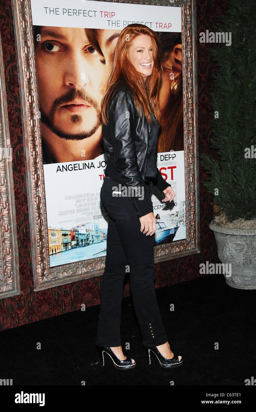 Angie Everhart presso gli arrivi per il turista Premiere, il Teatro Ziegfeld, New York, NY Dicembre 6, 2010. Foto Immagini Stock