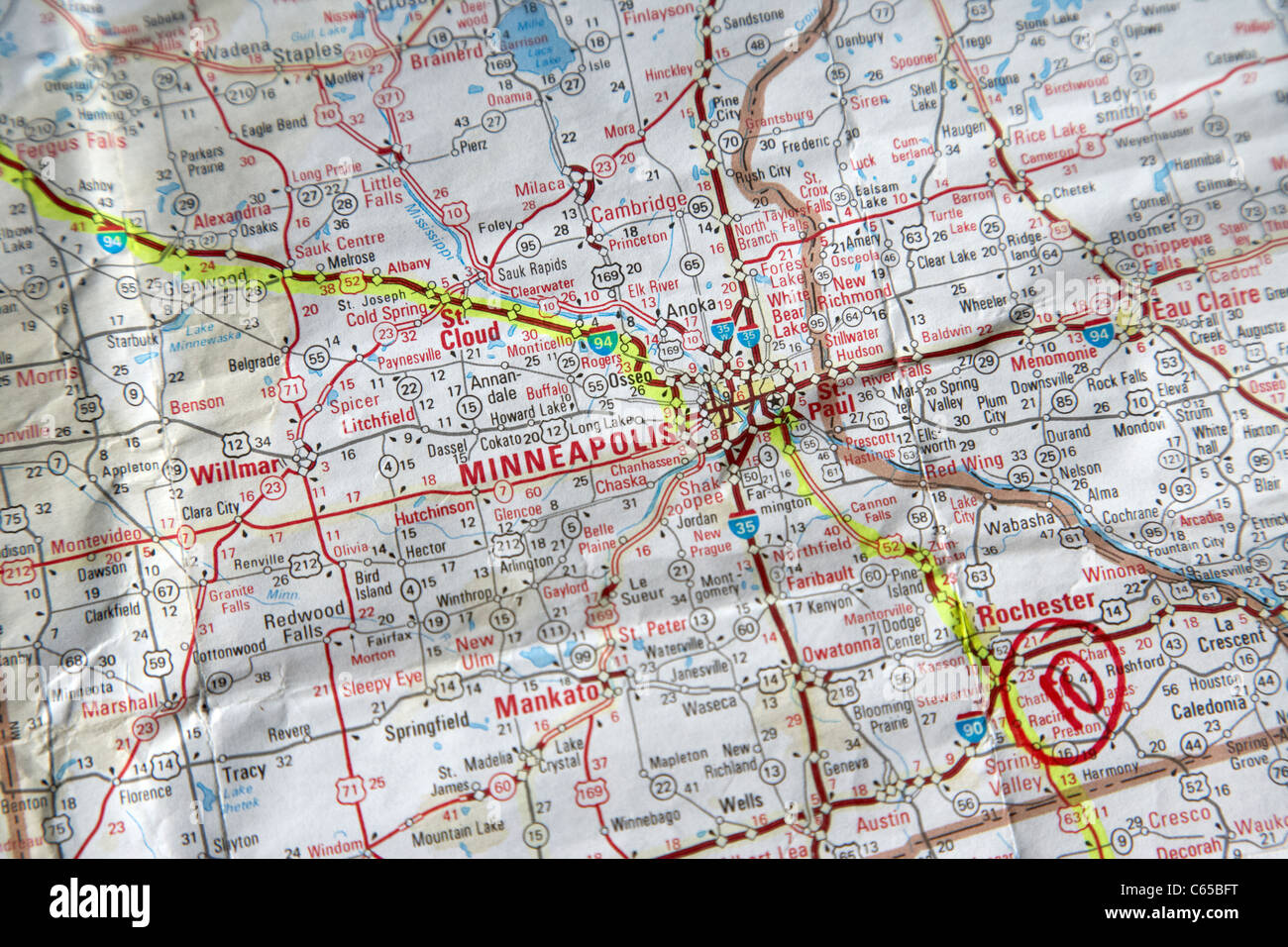 La Cartina Geografica Degli Stati Uniti.Mappa Stradale Degli Stati Uniti D America Con Percorsi Pianificati In Evidenziatore Attraverso Minneapolis Minnesota Usa Foto Stock Alamy