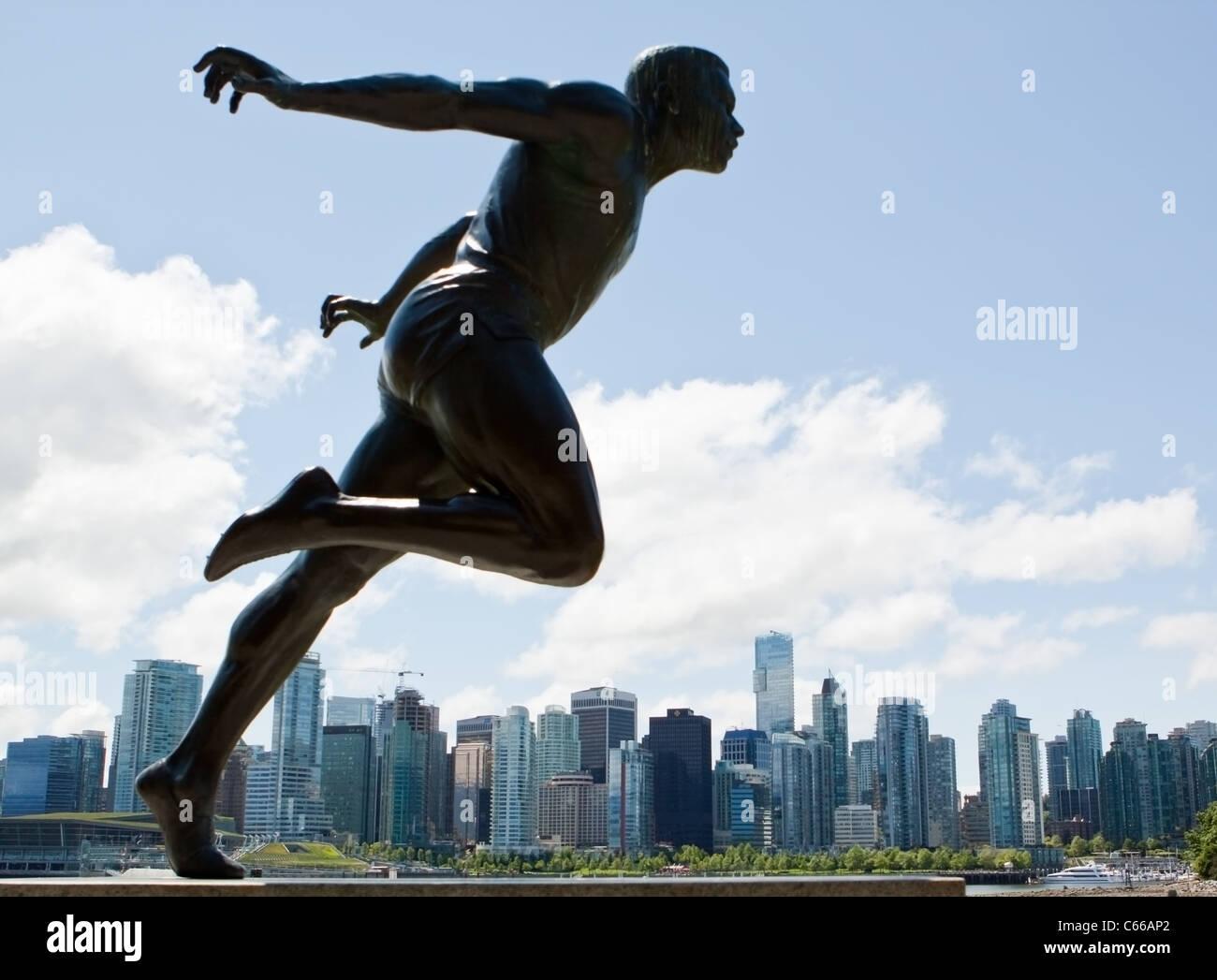 Statua di bronzo di pista e campo sportivo Harry W Jerome a Stanley Park a Vancouver in Canada Immagini Stock