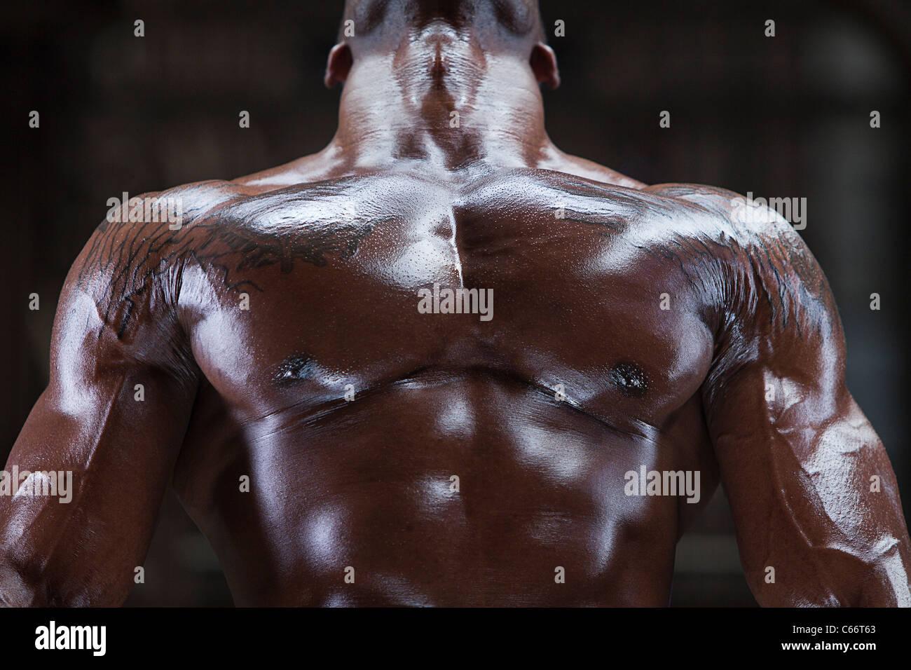 Close up di atleta del Petto muscoloso Immagini Stock