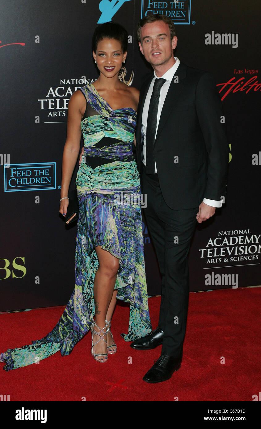 Denise Vasi, ospite presso gli arrivi per la trentasettesima annuale di animazione diurna Emmy Awards - Gli arrivi, Immagini Stock