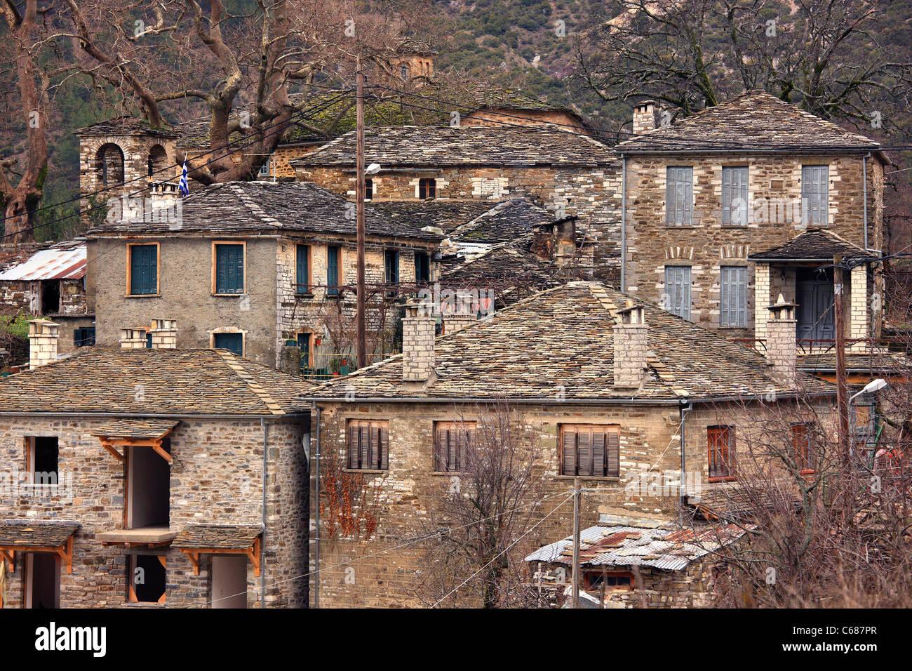 Tradizionale architettura greca dei villaggi di montagna, dalla Mikro ('Small') Papigo village, regione Immagini Stock