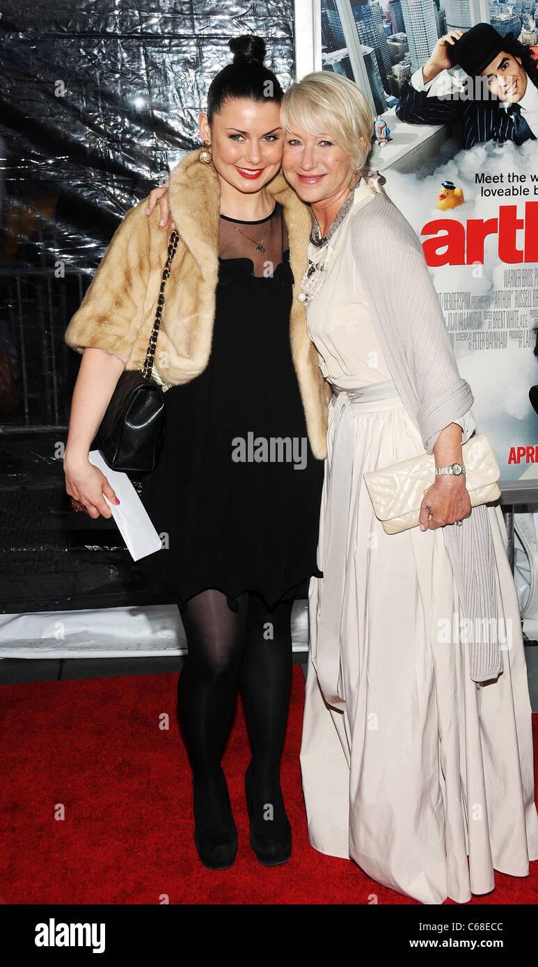Helen Mirren presso gli arrivi per ARTHUR Premiere, il Teatro Ziegfeld, New York, NY, 5 aprile 2011. Foto di: Desiree Immagini Stock