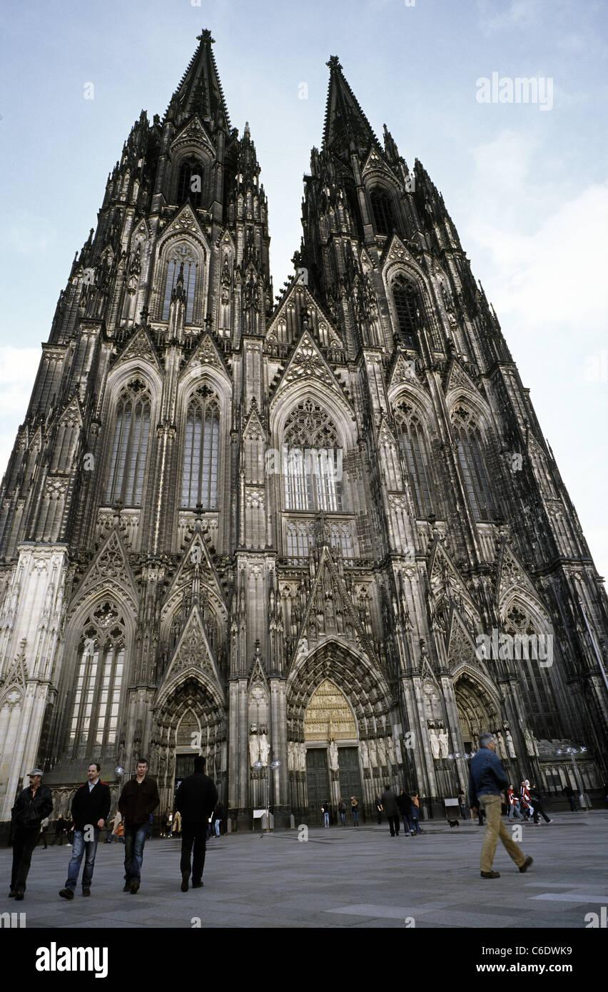 Vista del Kölner Dom (cattedrale di Colonia) nella città tedesca di Colonia. Foto Stock
