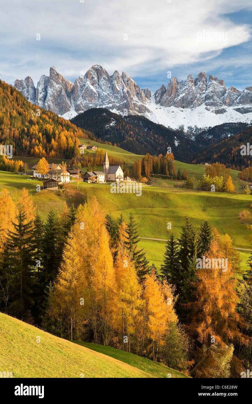 Montagne, Geisler Gruppe/ Geislerspitzen, Dolomiti, Trentino Alto Adige, Italia, Europa Immagini Stock