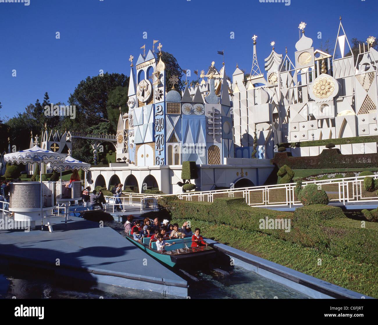 È un piccolo mondo' attrazione, Disneyland, Anaheim, California, Stati Uniti d'America Immagini Stock