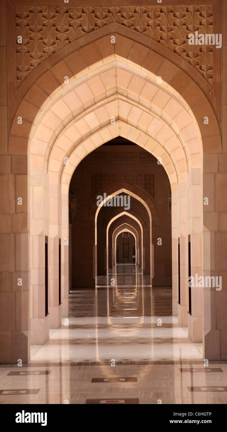 Archway in Sultan Qaboos Grande Moschea, Muscat Oman Immagini Stock