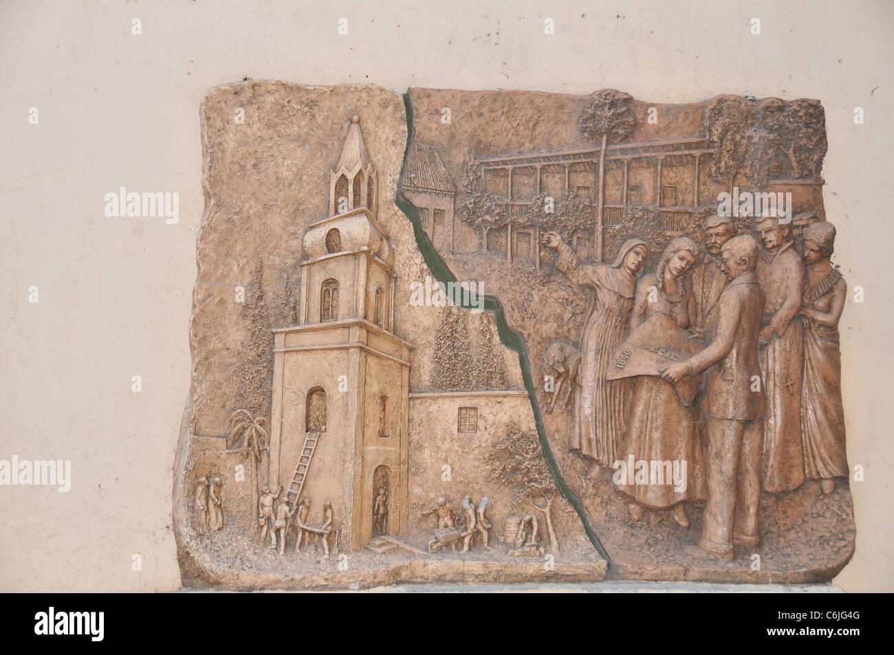 Grigio-marrone affresco murale che illustra chiesa riparazione dopo il  terremoto del 1861, la Chiesa della Vergine di Carrodilla, Mendoza,  Argentina Foto stock - Alamy