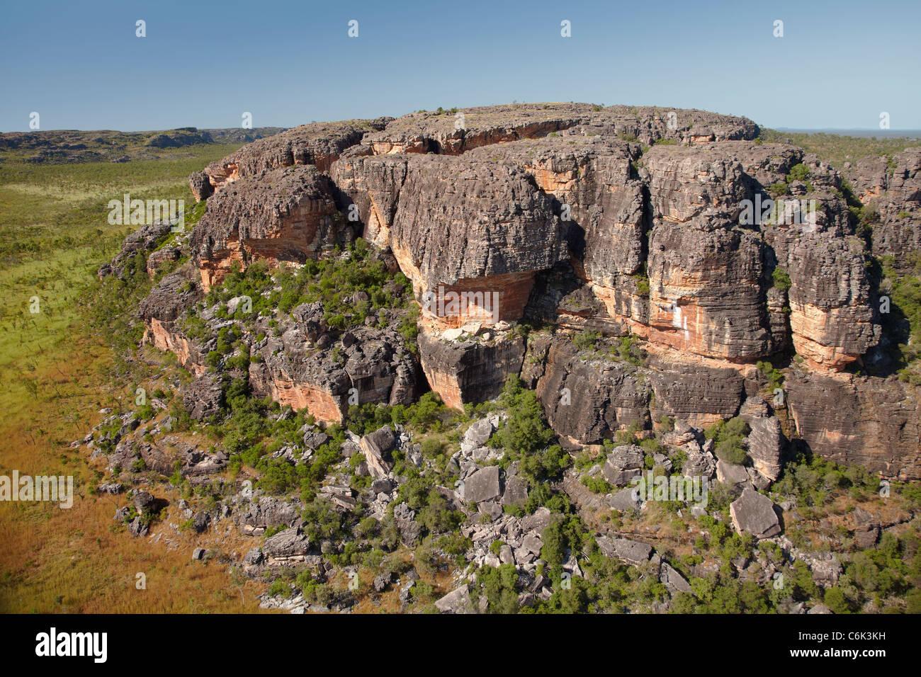 Affioramenti di roccia nei pressi di Ubirr, Parco Nazionale Kakadu, Territorio del Nord, l'Australia - aerial Foto Stock