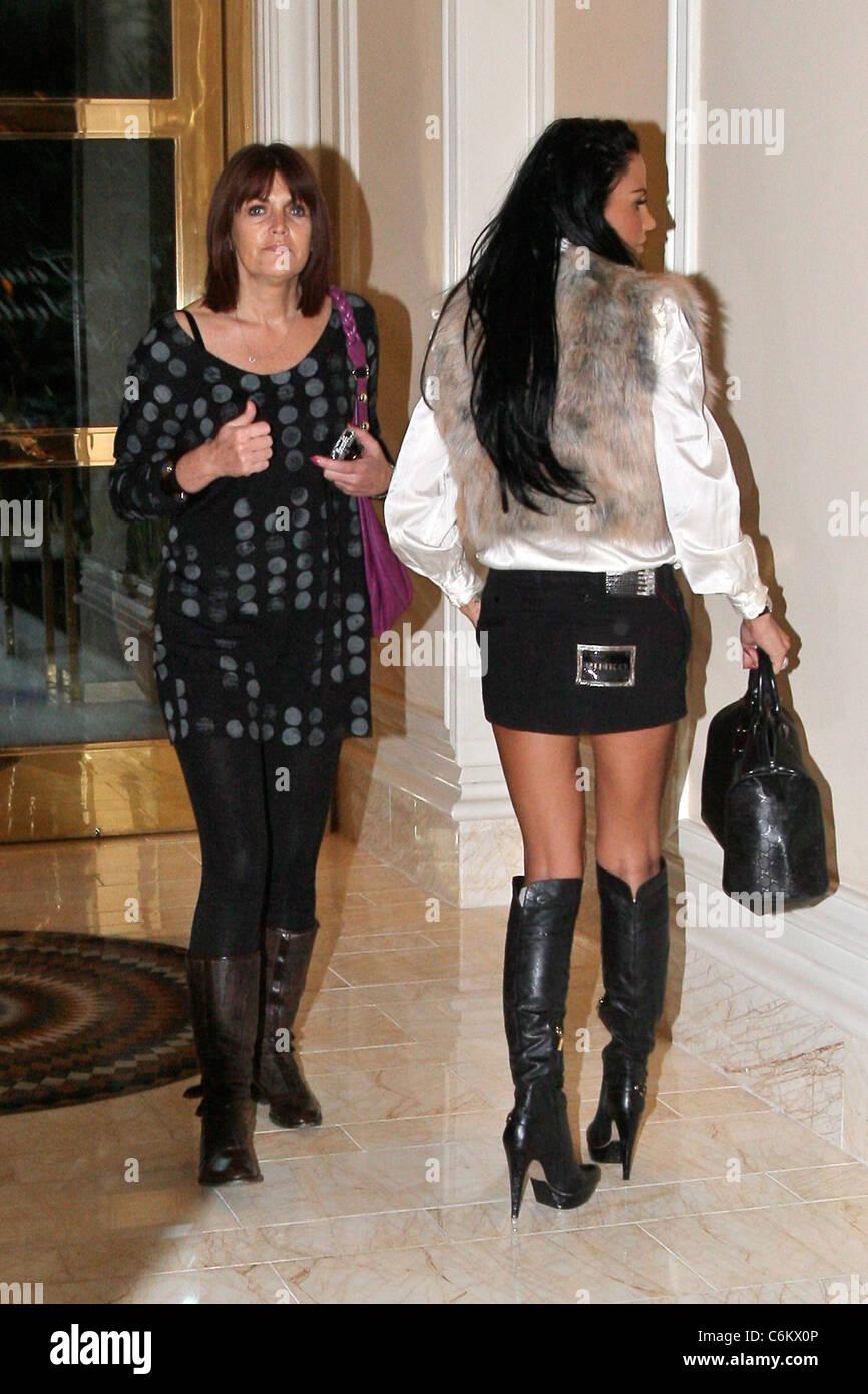 Katie Price e Diana Colbert trasforma il suo ritorno su In attesa fotografi  come lei arriva 397915e1fd3