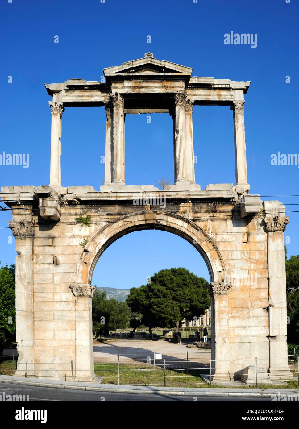 Atene, Atene, Grecia, l'arco di Adriano, che è uno dei monumenti greci ellenistici antichi Foto Stock