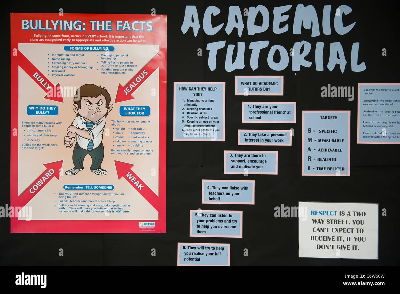 Anti bullismo poster in una scuola. Immagini Stock