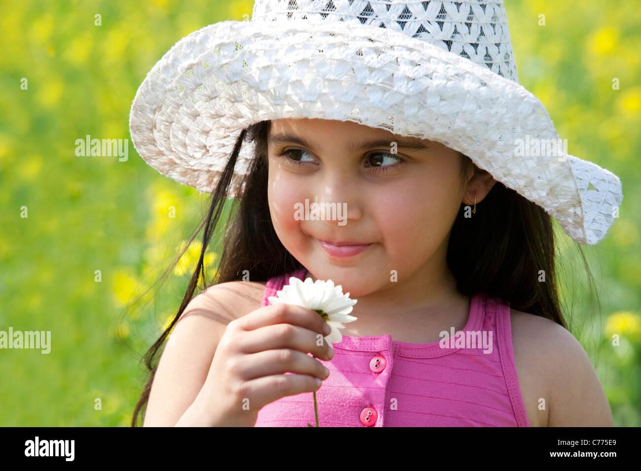 Ragazza giovane con un fiore Immagini Stock