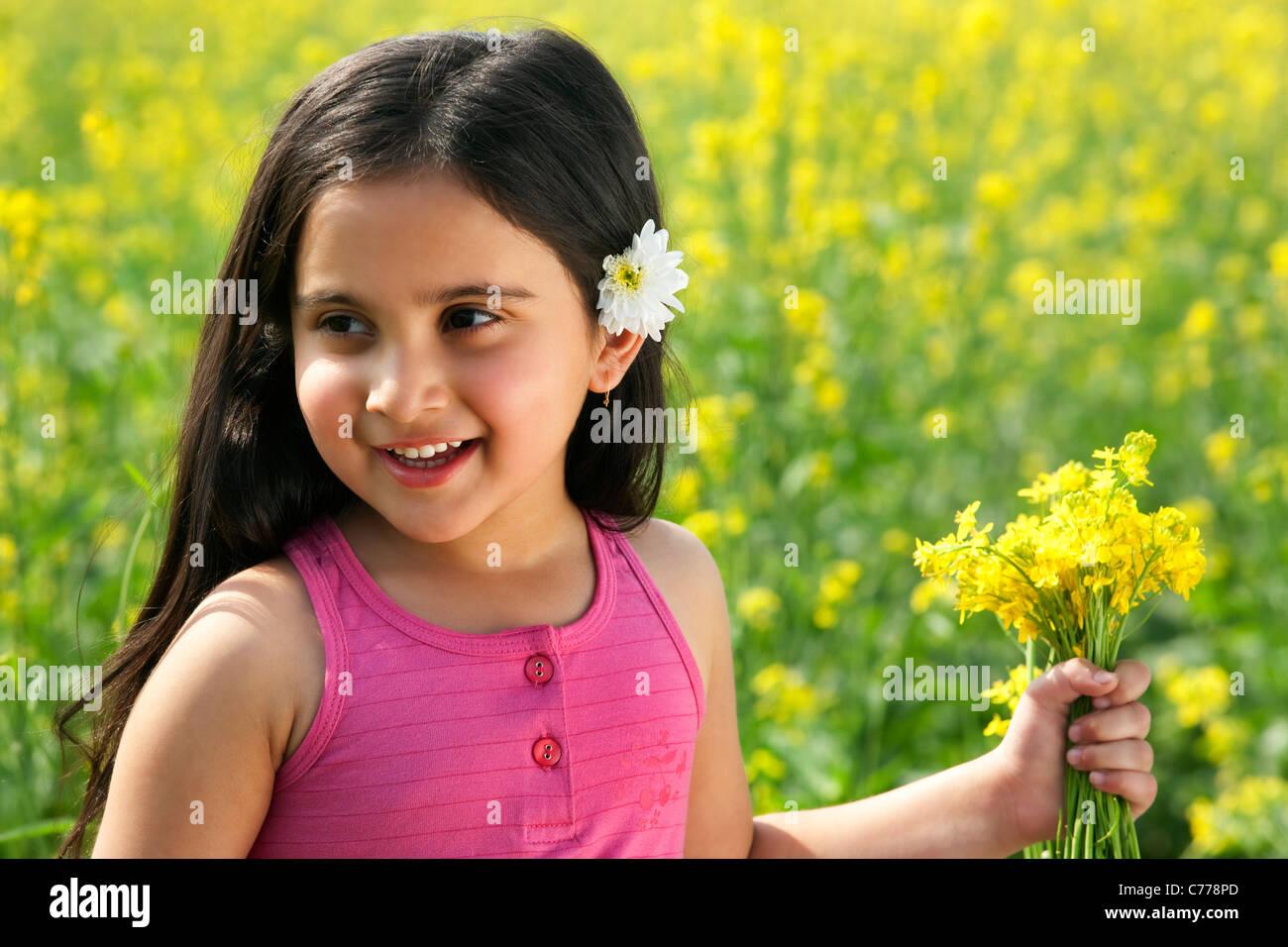 Giovane ragazza con fiori Immagini Stock