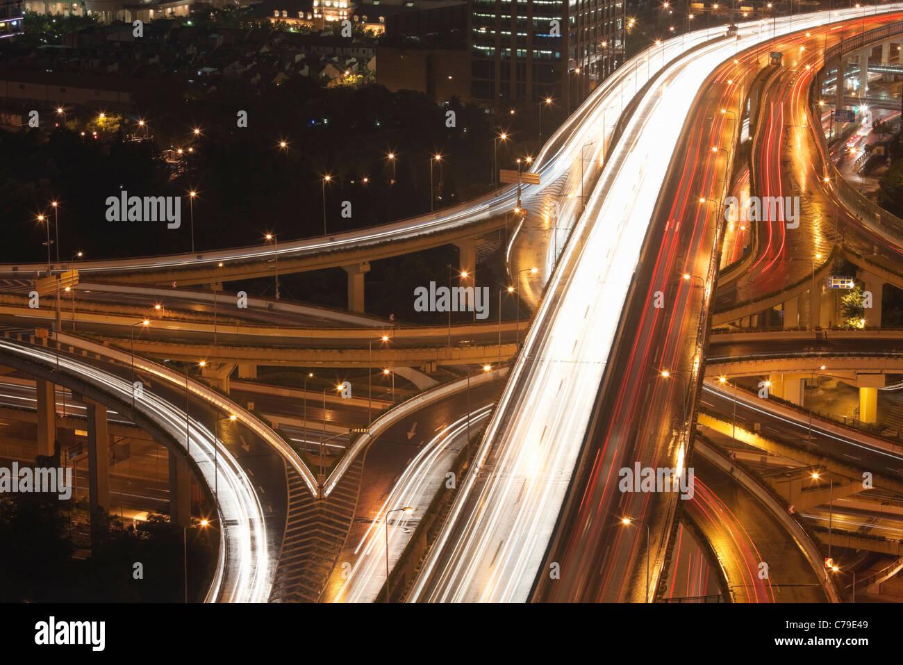 Auto sentieri sul Yan'an Rd East Interchange; Luwan; Shanghai; Cina Immagini Stock
