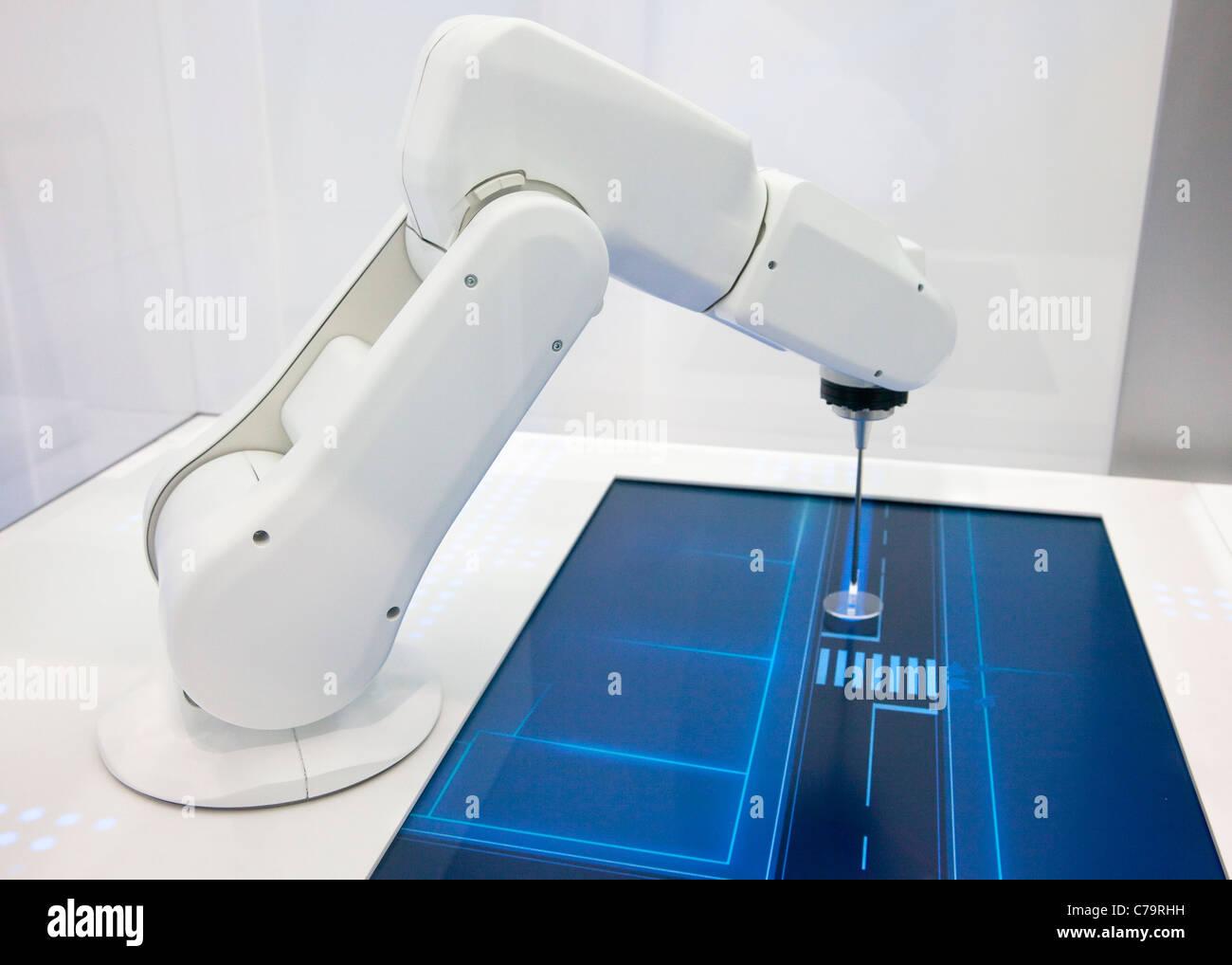 BMW Efficcient presentazione dinamica con robot sulla IAA 2011 International Motor Show di Francoforte am Main, Immagini Stock