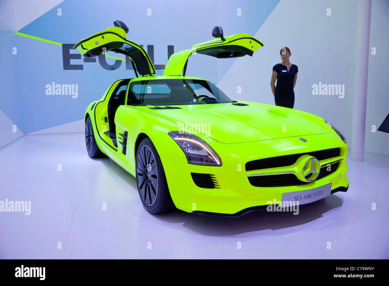 Mercedes SLS AMG e-cella sulla IAA 2011 International Motor Show di Francoforte am Main, Germania Immagini Stock