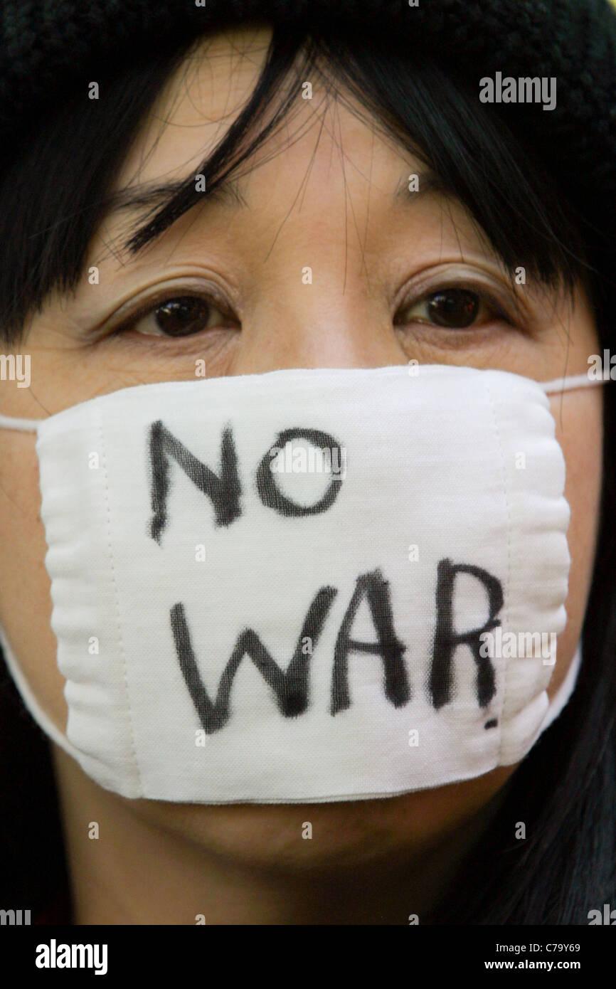 Un No alla guerra (anti-guerra in Iraq) dimostrazione in Tokyo, Giappone, il 21 marzo 2003. Immagini Stock