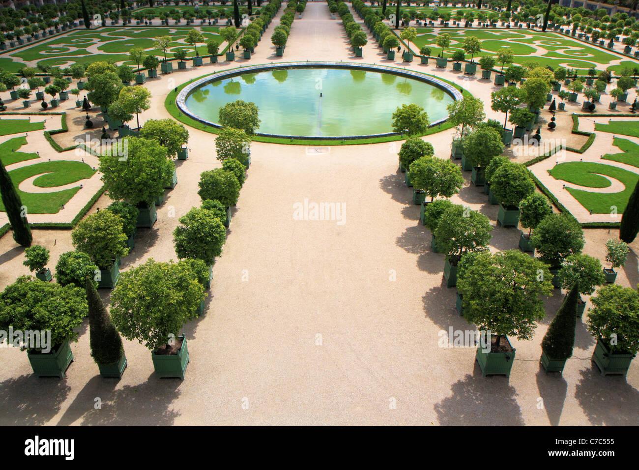 La reggia di versailles apre i giardini tutti in maschera per il