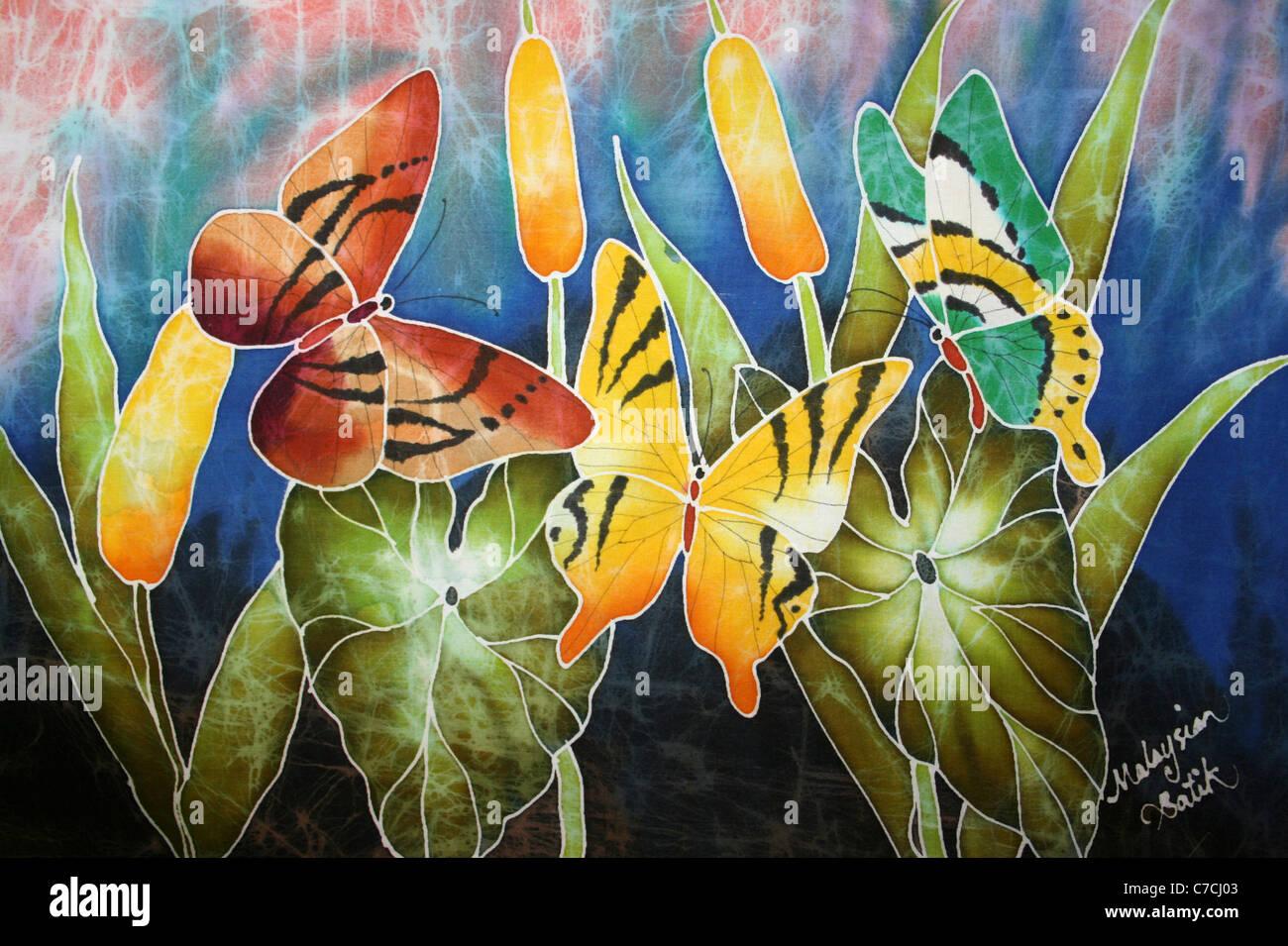 Farfalle tropicali su un Batik malese Immagini Stock