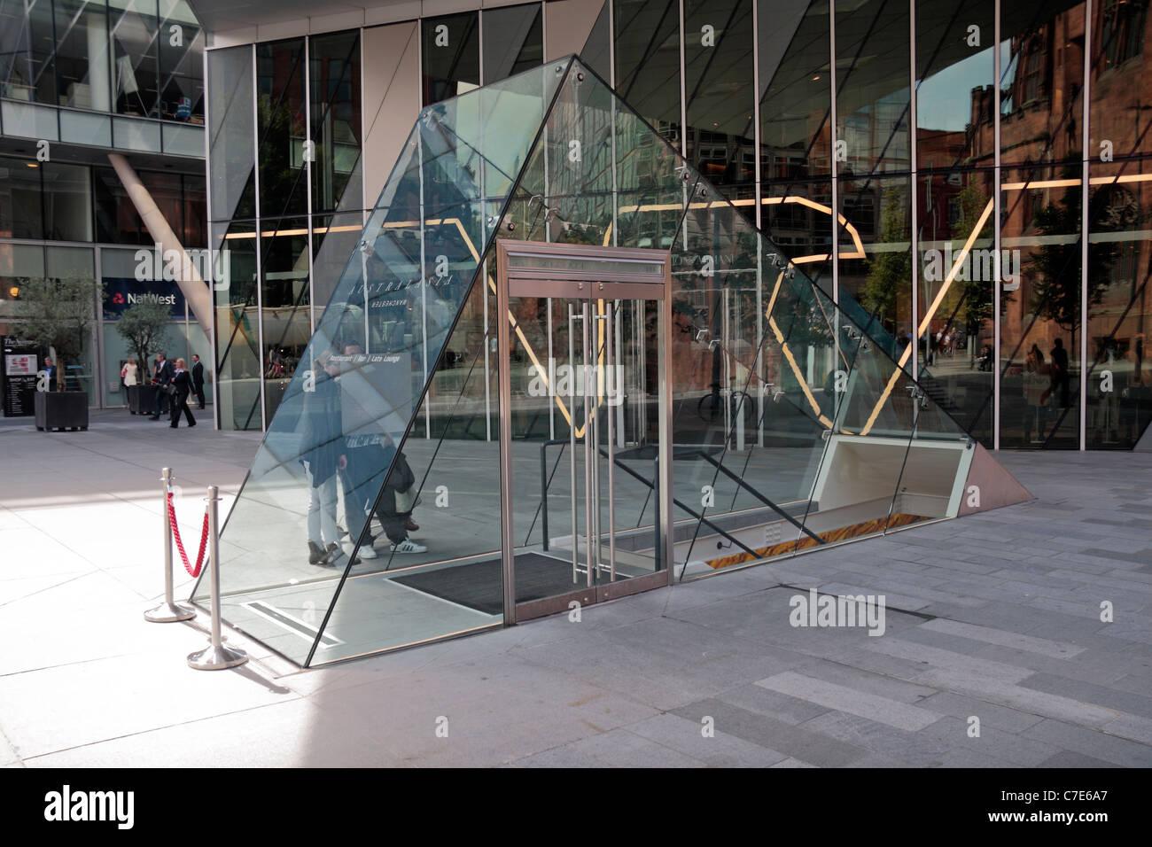 La fantastica entrata di vetro a livello stradale per l'Australasia ristorante, , Spinningfields Square, Manchester, Immagini Stock