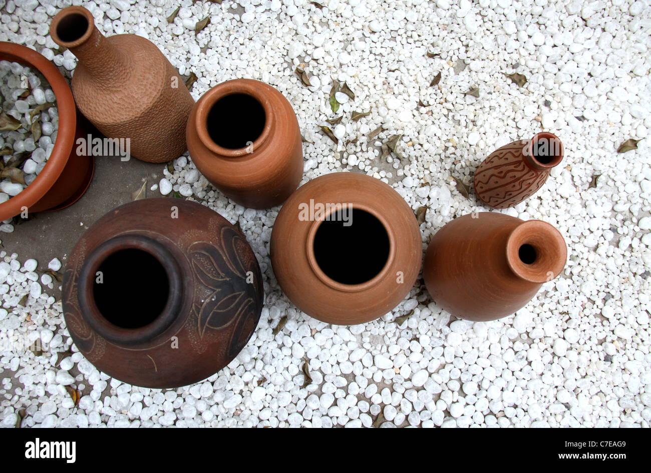Diverse forme di vasi di terra Immagini Stock