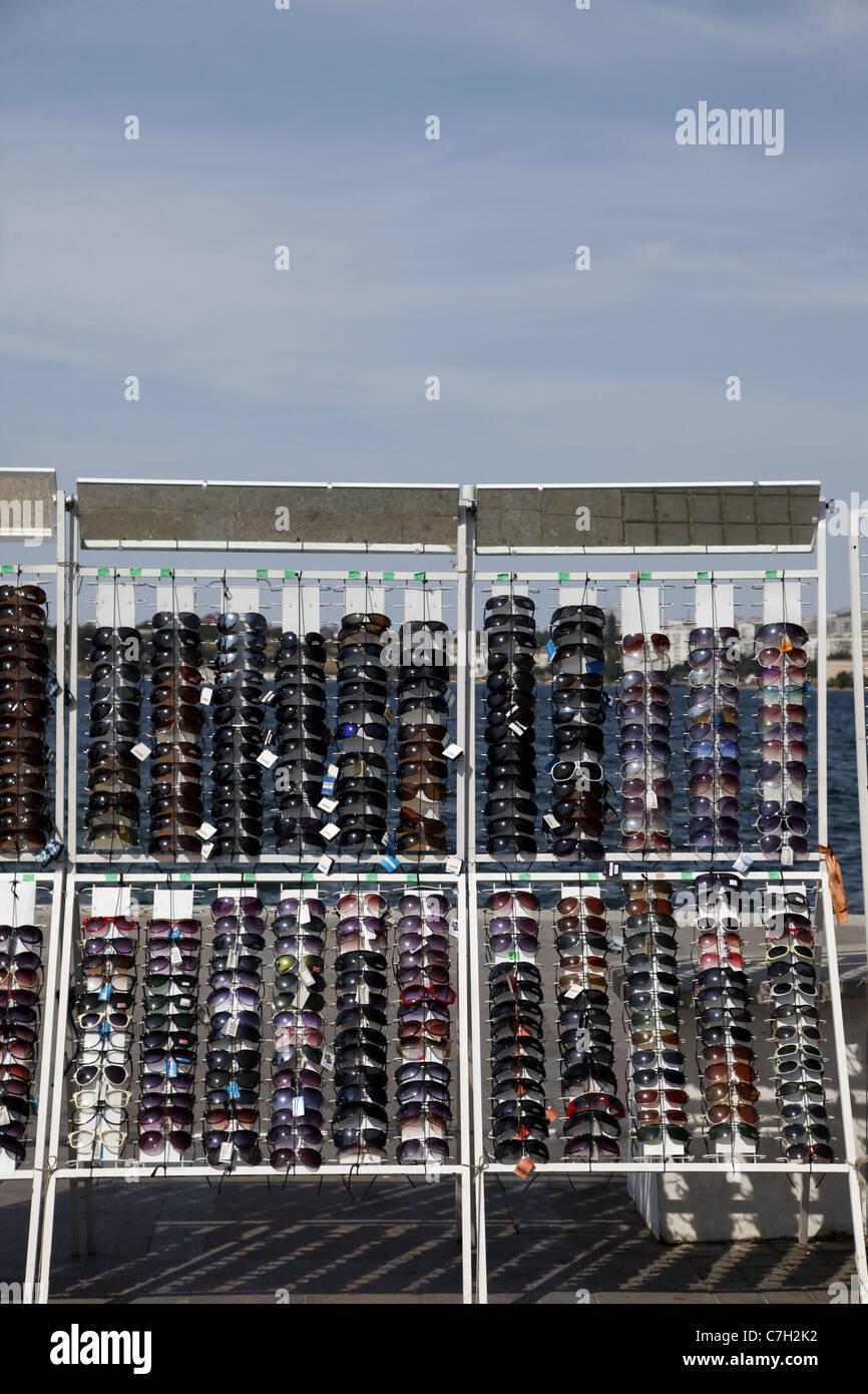 Multicolore DI OCCHIALI DA SOLE STAND SEBASTOPOLI CRIMEA UCRAINA 02 Settembre 2011 Immagini Stock