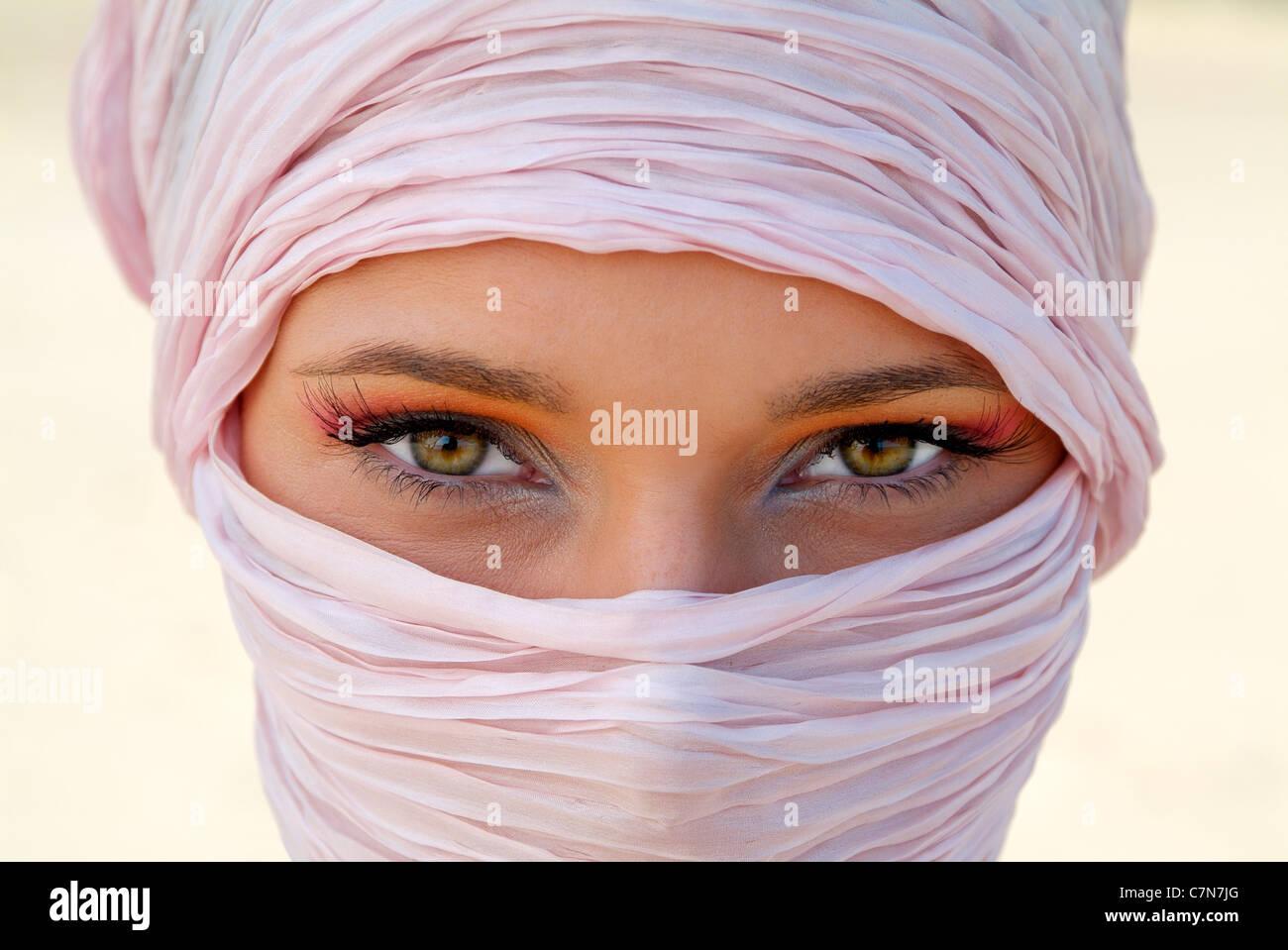 Giovane donna in stile Tuareg Immagini Stock