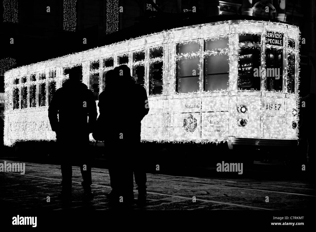 Milano, Italia. Edizione speciale natalizia tram Immagini Stock