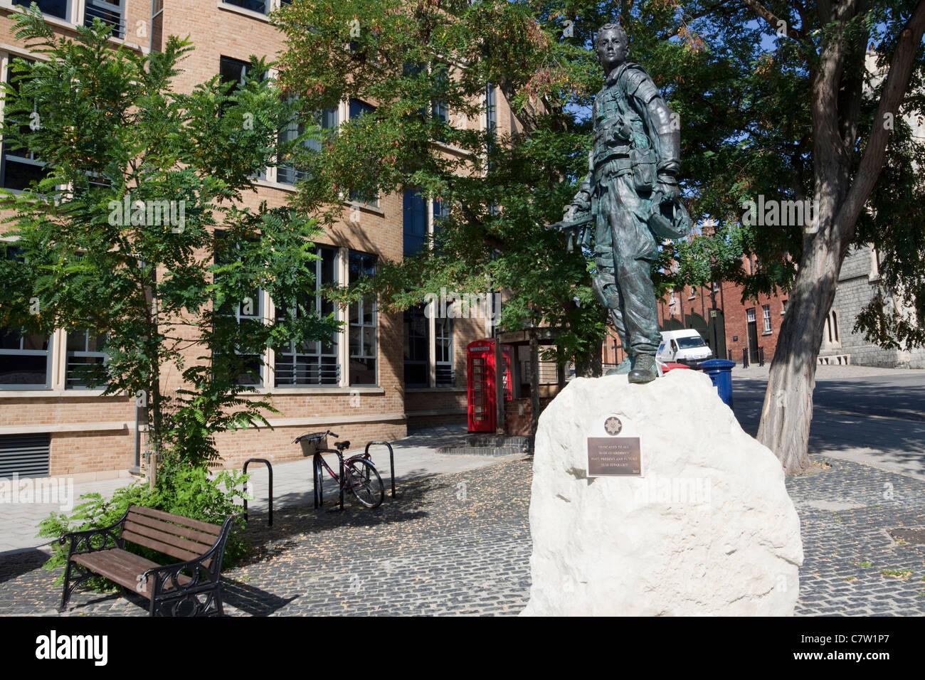 Statua commemorativa in Windsor, Berkshire commemorando irlandese Guardie, England, Regno Unito Immagini Stock