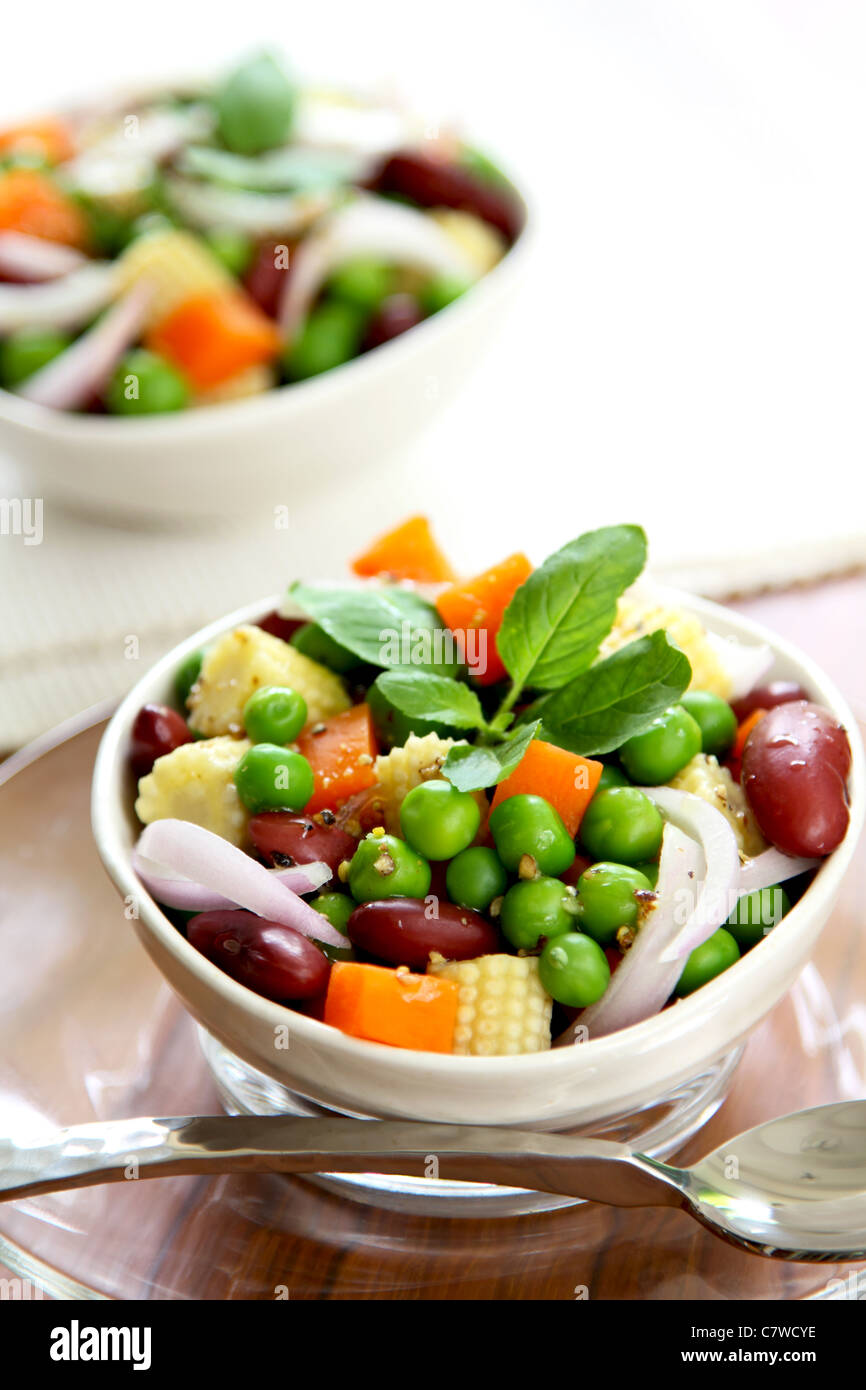 Bean & Insalata di piselli in una ciotola Immagini Stock