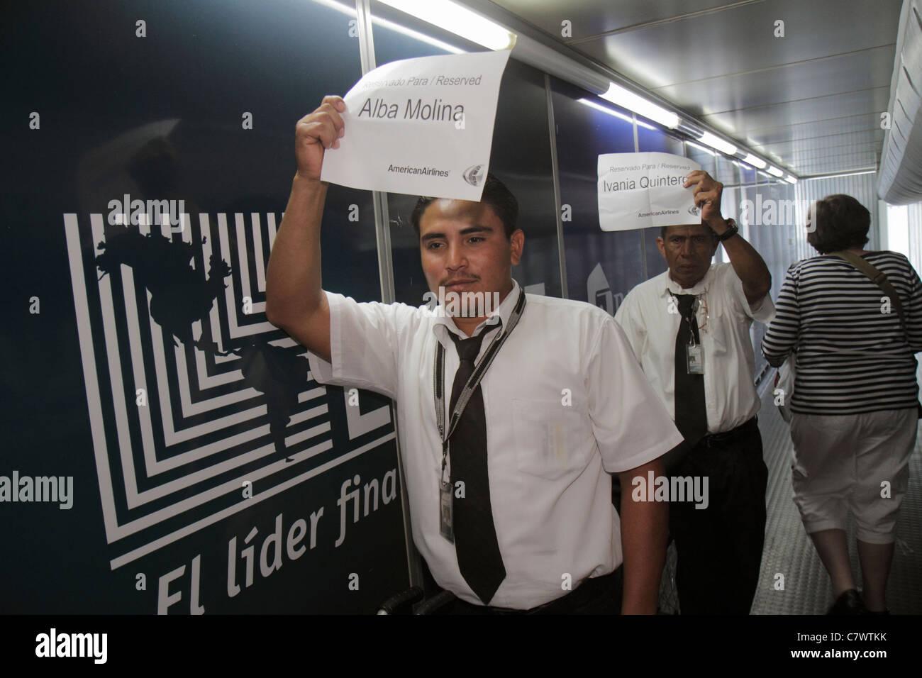 Managua Nicaragua Aeroporto Internazionale Augusto C. Sandino MGA aviation arrivo American Airlines cortesia escort Immagini Stock