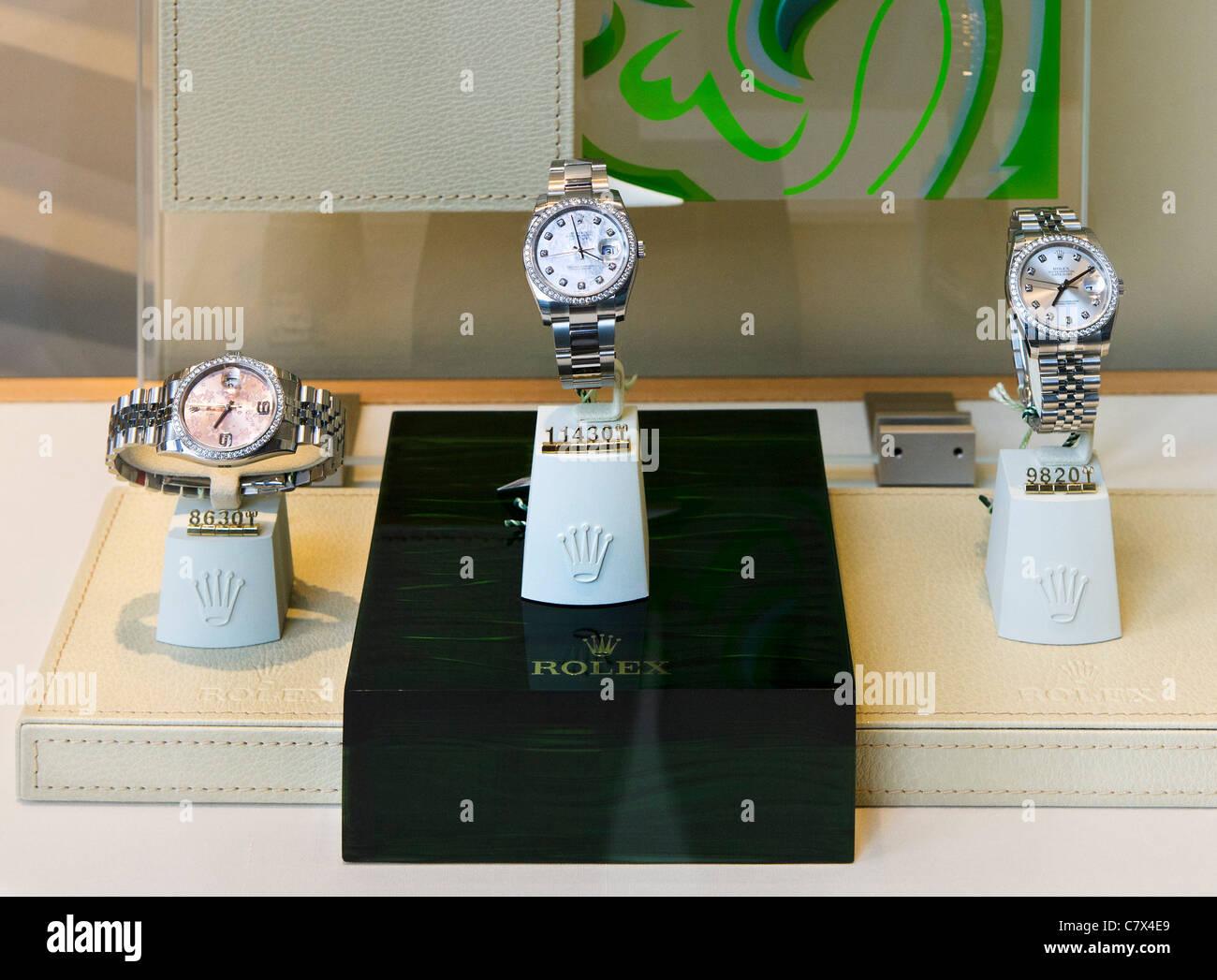 1cb066890afb19 Gli orologi Rolex per la vendita in un negozio esclusivo in Knightsbridge,  Londra, Inghilterra