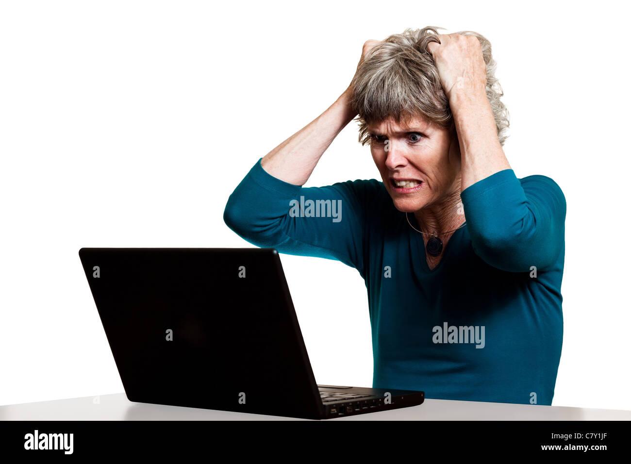 Frustrato il computer utente strappare i capelli Immagini Stock