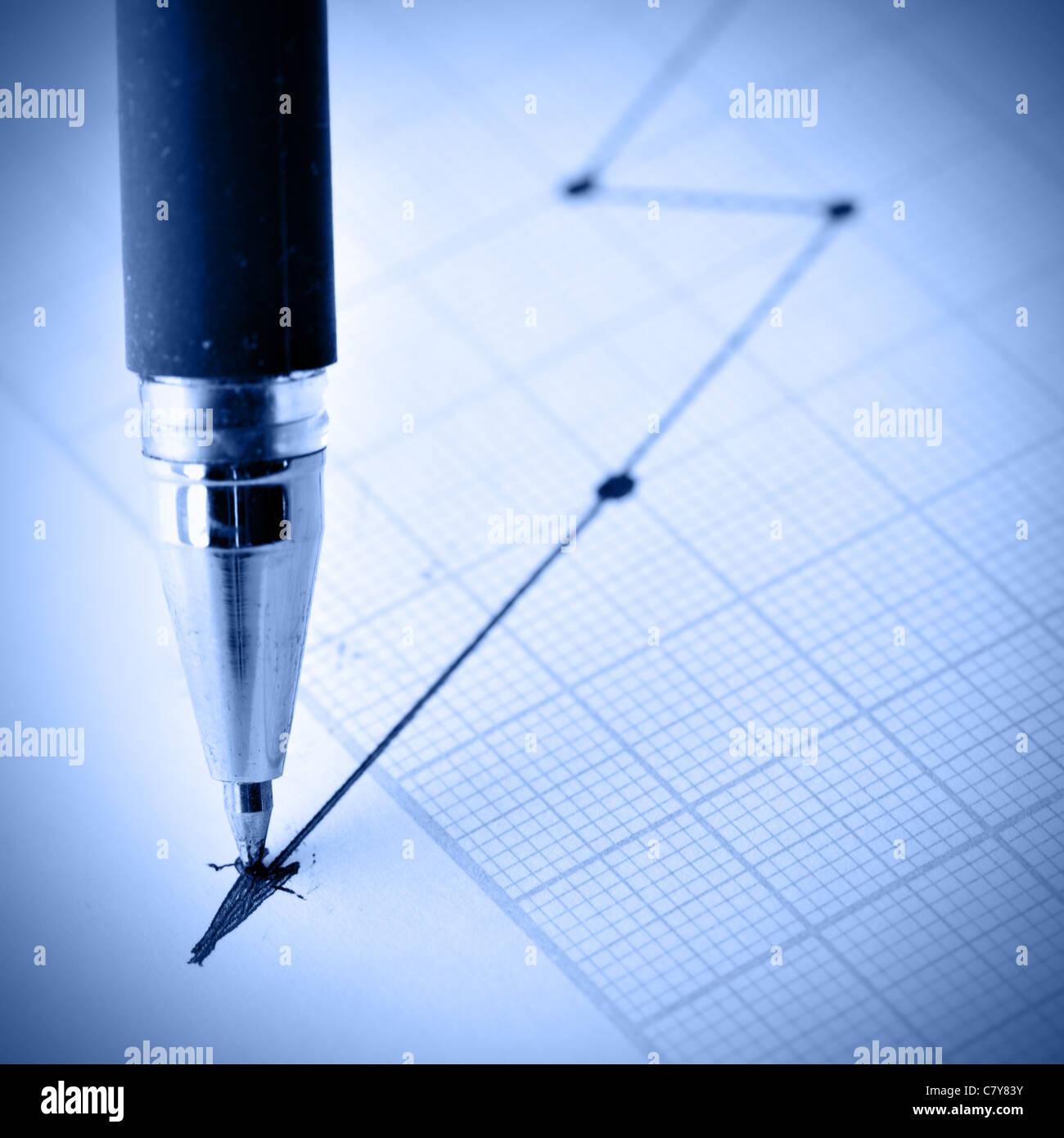 Disegno a matita di un grafico di crisi. DOF poco profondo! Immagini Stock