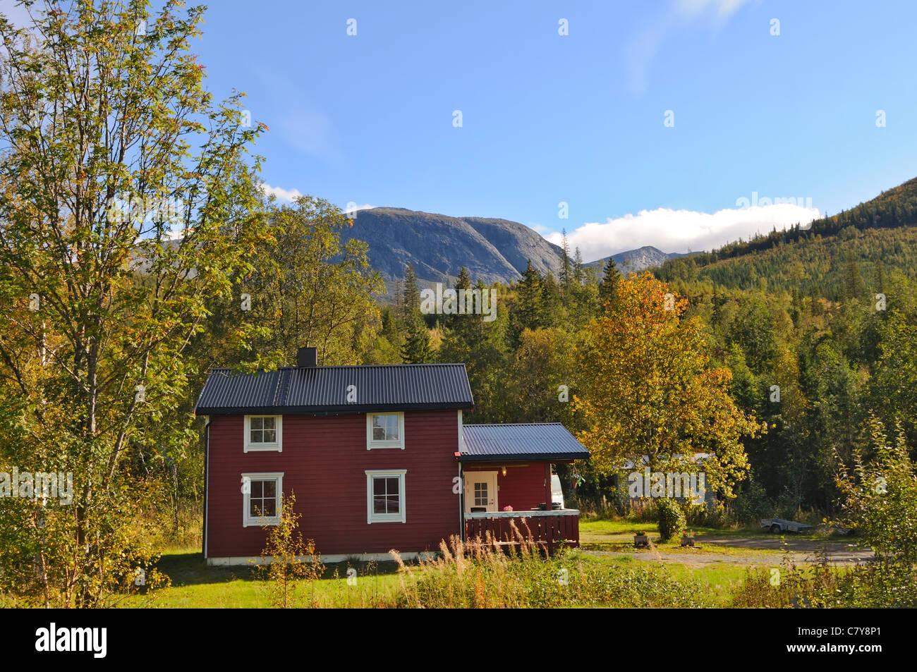 Case Di Montagna In Legno : In legno antico norvegese tradizionale casa di montagna foto