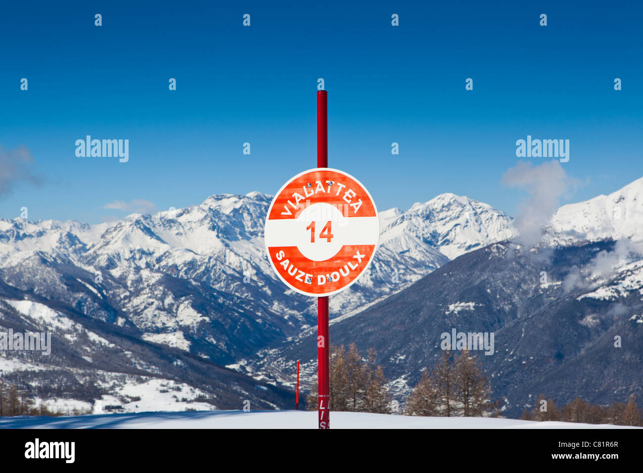 Marcatore di pista Via Lattea, Sauze d'Oulx, Piemonte, Italia Immagini Stock