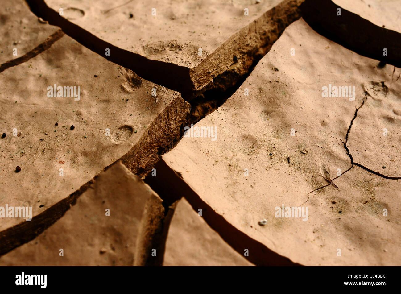 Primo piano di secche e screpolate messa a terra Immagini Stock