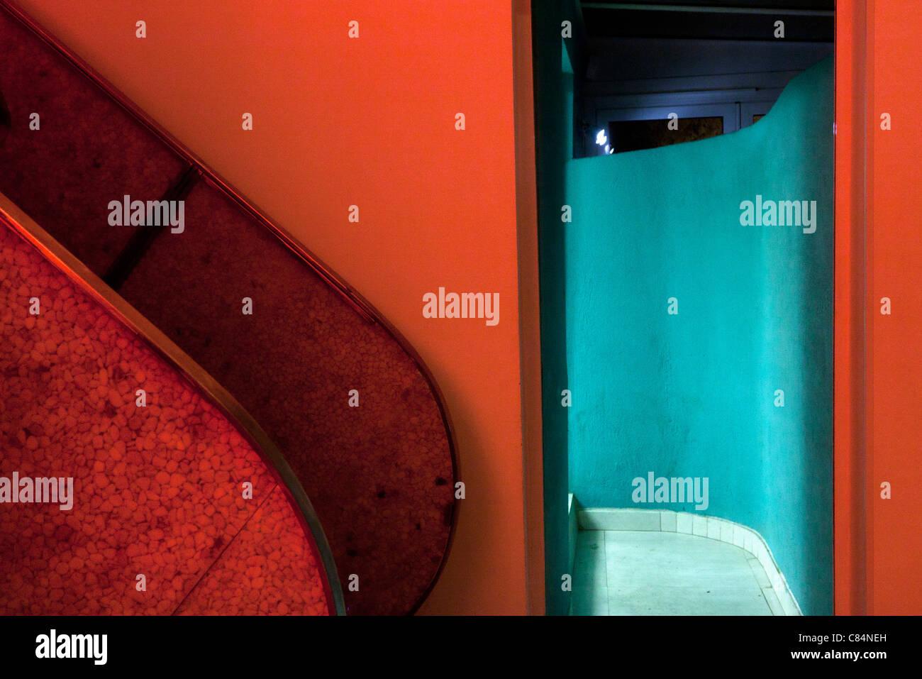 Rosso e turchese interno Foto Stock