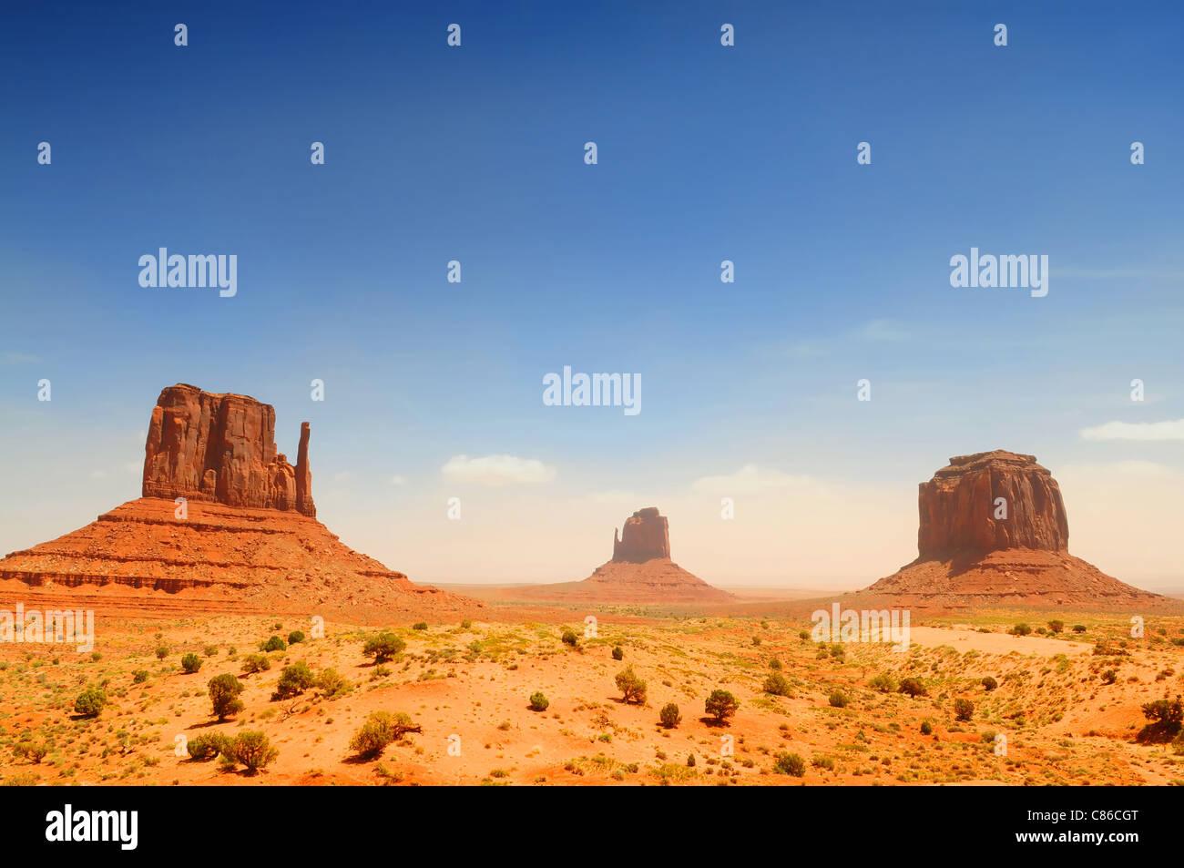 La Monument Valley, famoso paesaggio filmato sulla giornata di sole Immagini Stock