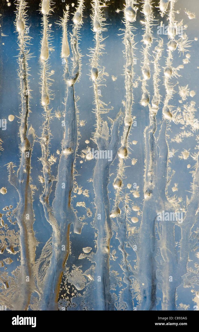 La brina sulla finestra invernale all'alba, 40 al di sotto dello zero, Northwest Territories, Canada Immagini Stock